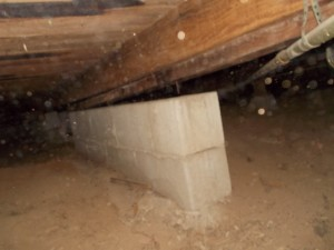 Concrete block wall settlement and separation from floor beam